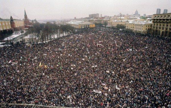 Около 100 000 демонстрантов находятся у Кремля в Москве, 20 января 1991 года Медиапроект s-t-o-l.com