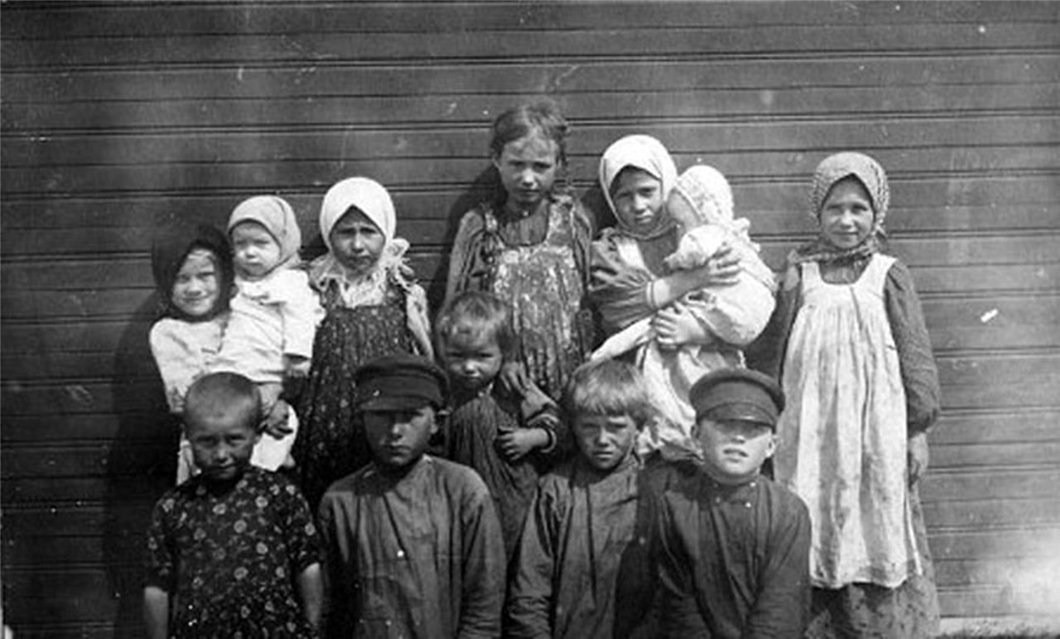 Фото семьи крестьянина Василия Попкова, примерно 1907 г. Медиапроект s-t-o-l.com