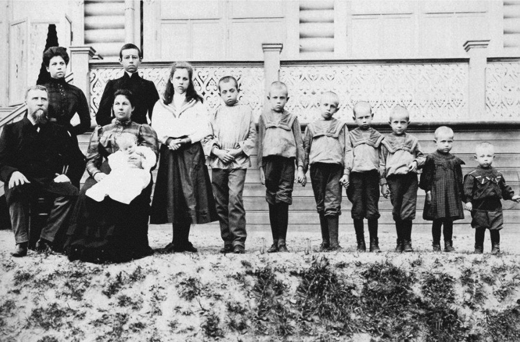 Рыбинский купец Л.Л.Попенов с семьей. Через два года в сентябре 1918 г. члены семьи были расстреляны во время акции Красного террора. Медиапроект s-t-o-l.com