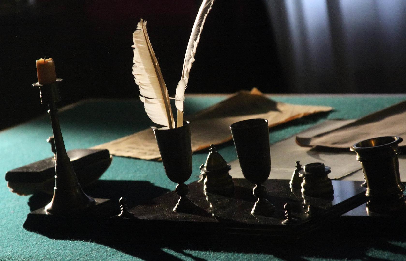 Фото стола П.А. Столыпина из Саратовского краеведческого музея  Медиапроект s-t-o-l.com