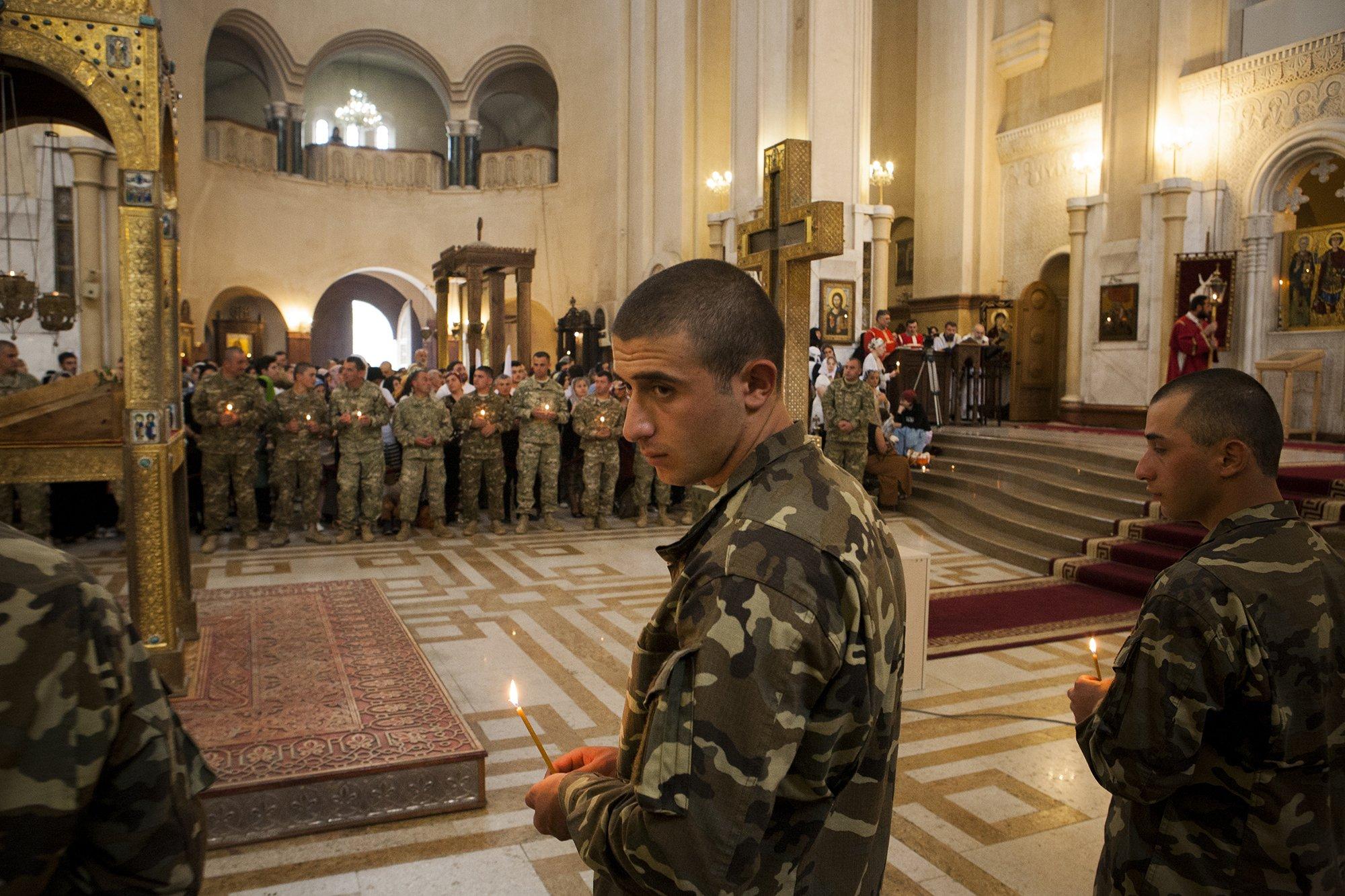 Военные на богослужении в храме Медиапроект s-t-o-l.com
