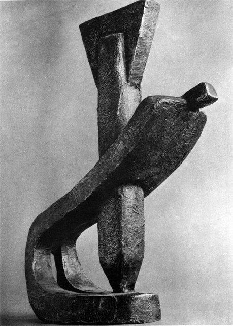 """Памятник """"Погибшим от бомб"""". В 1974 поставлен на центральной площади Касселя в Германии. Медиапроект s-t-o-l.com"""