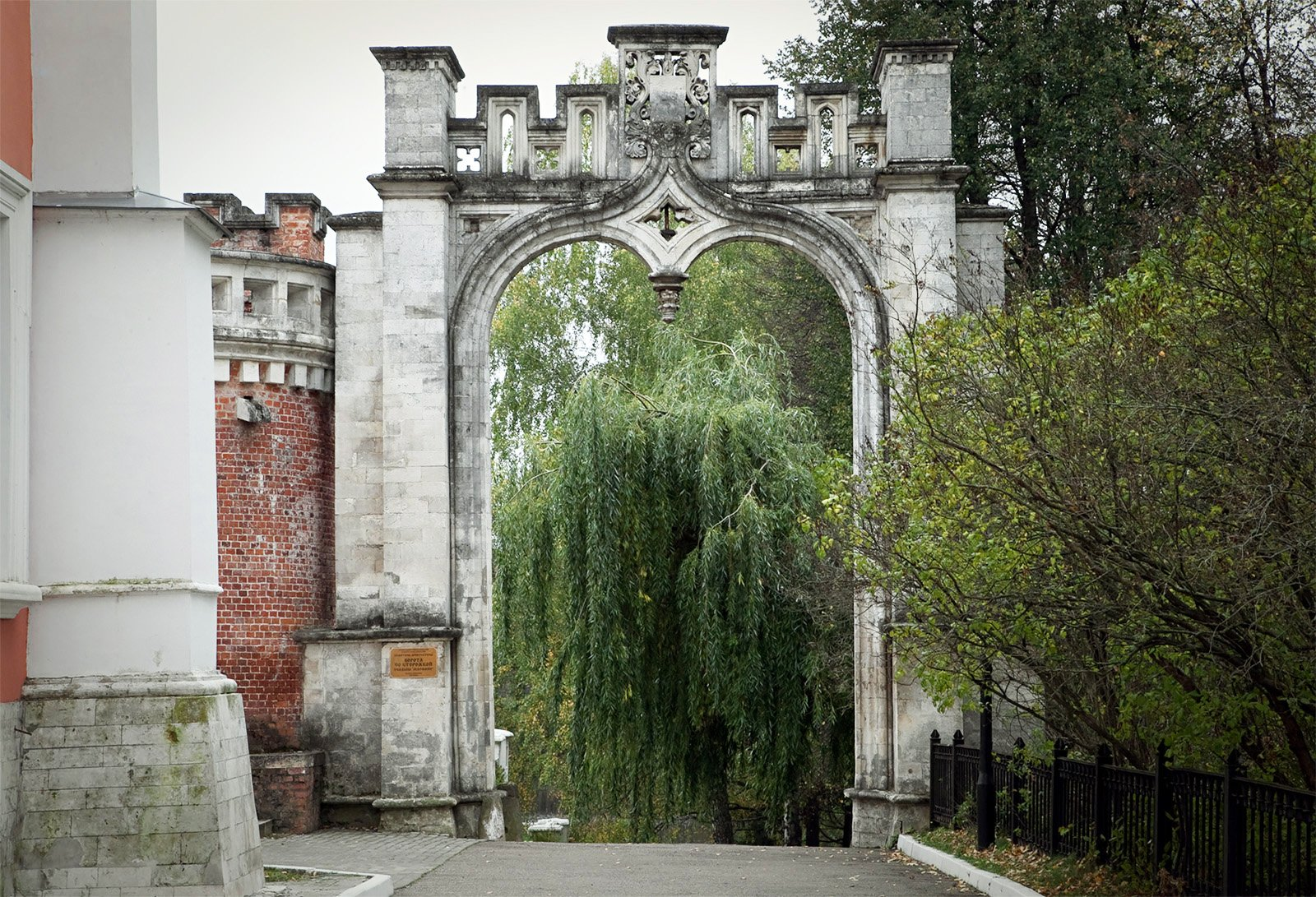 ворота со сторожкой, Марфино