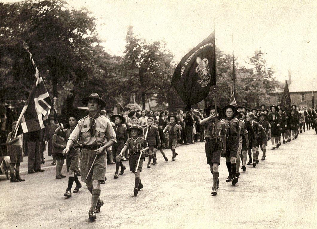 Отряд английских бой-скаутов во главе с Р.Баден-Пауэллом Медиапроект s-t-o-l.com