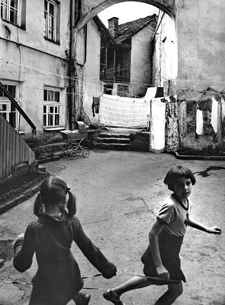 М. А. Дашевский. Девочки в Вильнюсе