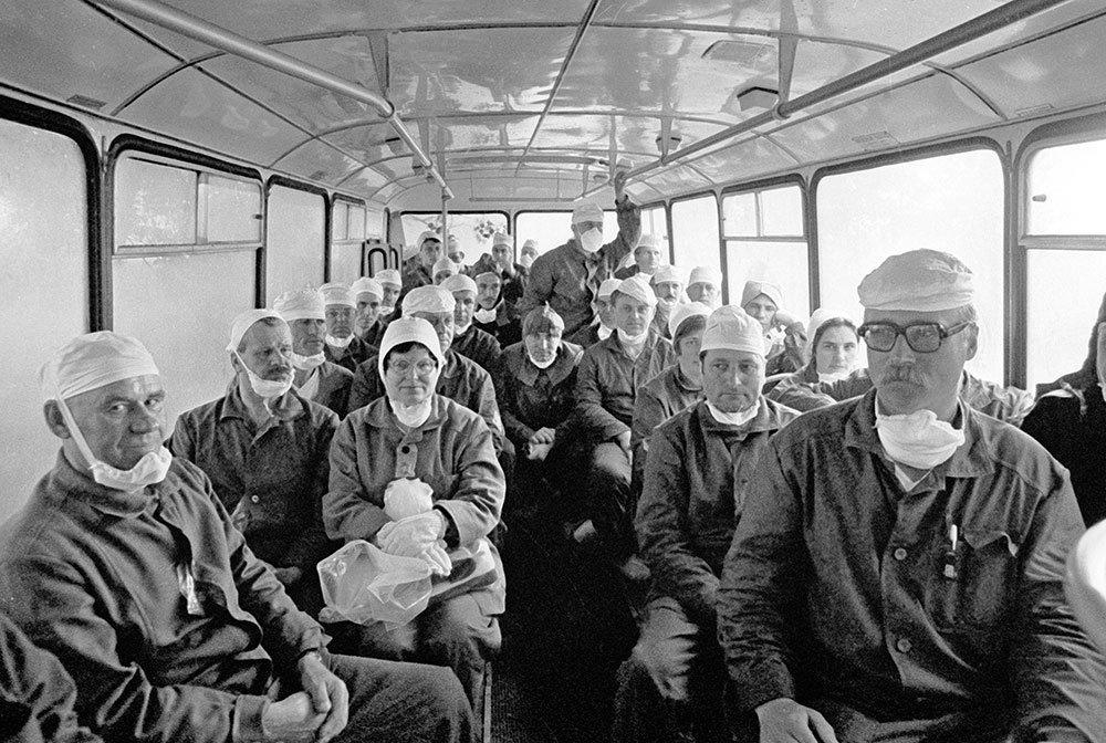 Группа специалистов направляется в зону Чернобыльской атомной электростанции для ликвидации последствий аварии, произошедшей 26 апреля 1986 года. Борис Приходько/РИАНовости Медиапроект s-t-o-l.com