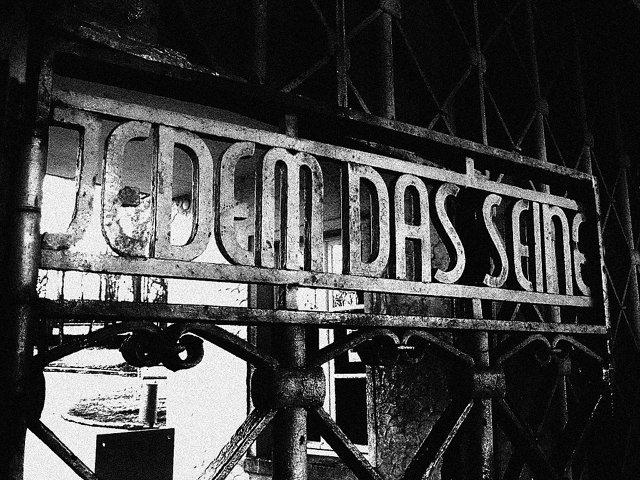Надпись на главных воротах Бухенвальда «Каждому своё» Медиапроект s-t-o-l.com