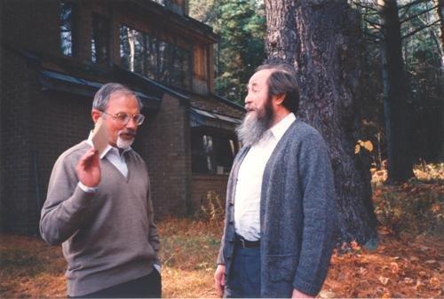 Никита Алексеевич Струве с Александром Соженицыным, 1989 год Медиапроект s-t-o-l.com