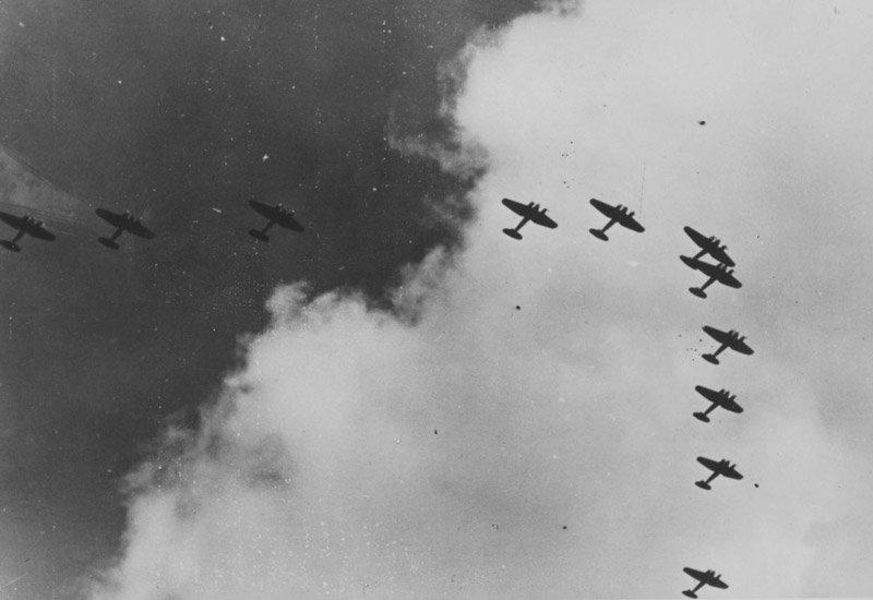 Строй немецких бомбардировщиков в советском небе. Медиапроект s-t-o-l.com