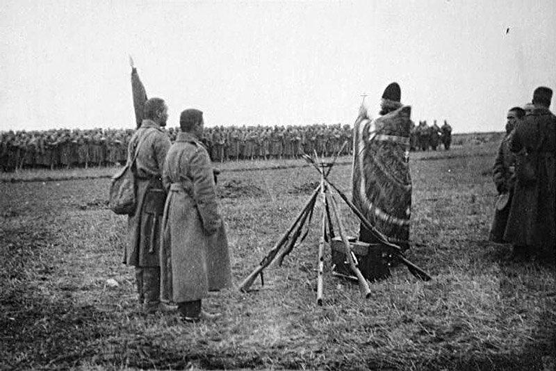 Священник благославляет солдат Царской Армии Медиапроект s-t-o-l.com
