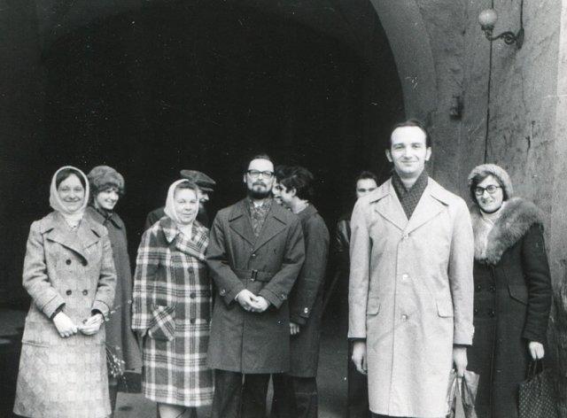 Георгий Кочетков с частью своей группы в Новодевичьем монастыре 1979 Медиапроект s-t-o-l.com