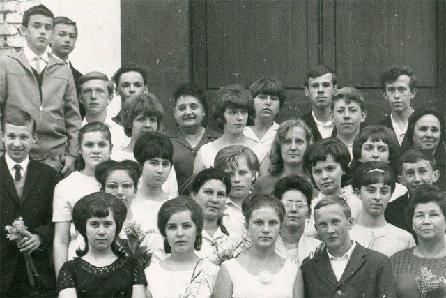 Школьная фотография (Георгий Кочетков — четвертый слева в последнем ряду). 1966 год Медиапроект s-t-o-l.com