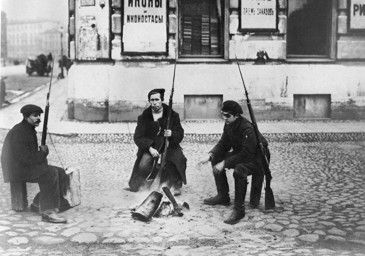 Я. Штейнберг. Красногвардейский патруль на улицах Петрограда. Октябрь 1917  Медиапроект s-t-o-l.com