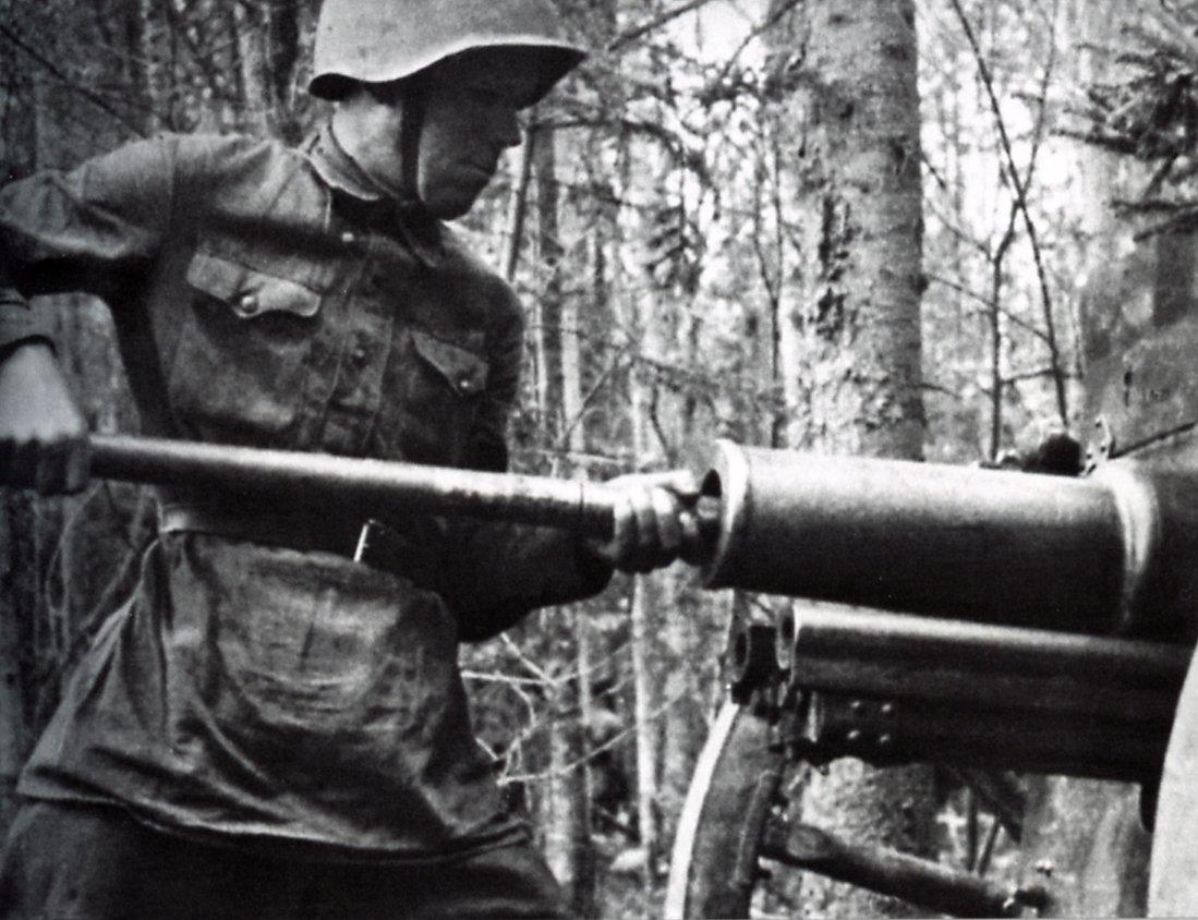 Август 1941 г. 311 с.д. в лесу. Волховский фронт. Фото Д. Онохина Медиапроект s-t-o-l.com