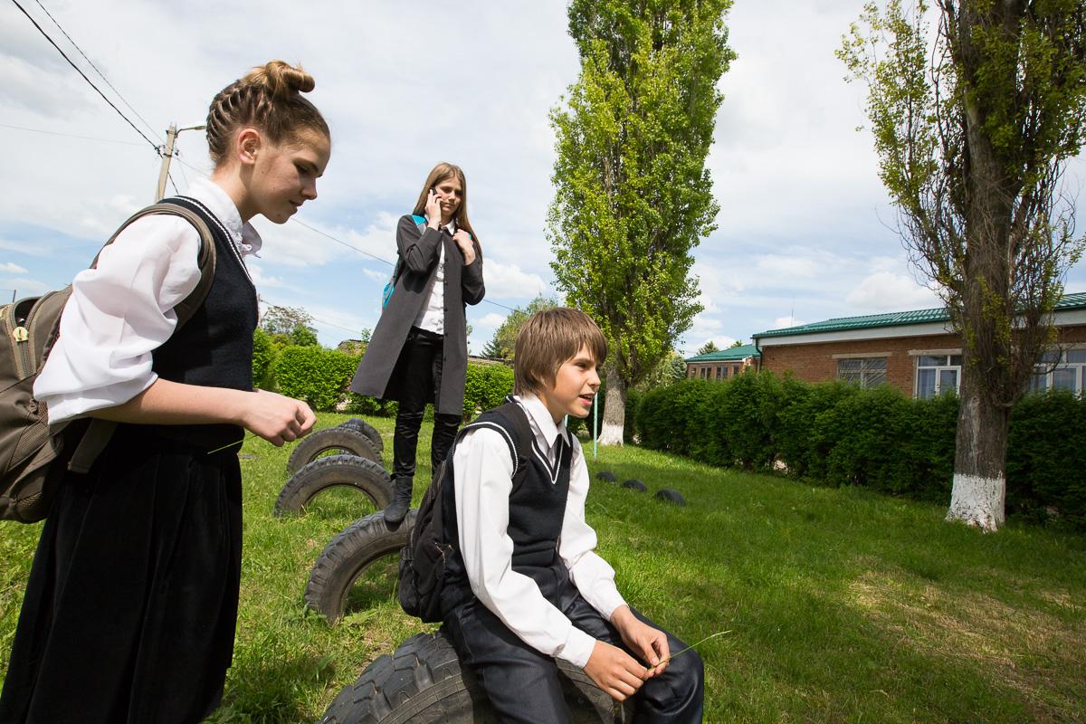 Ребята из многодетной семьи приезжают в Вильямсскую школу за 11 километров, несмотря на то, что в их станице есть своя школа - здесь лучше! Медиапроект s-t-o-l.com