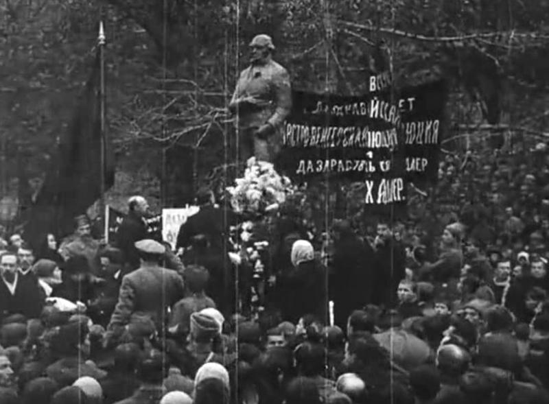 3 ноября 1918 года в Александровском саду был поставлен памятник Робеспьер Медиапроект s-t-o-l.com
