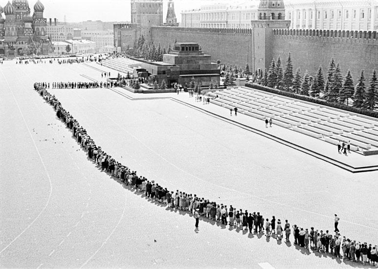 Очередь в мавзолей Ленина. Фото В. Ахломов Медиапроект s-t-o-l.com
