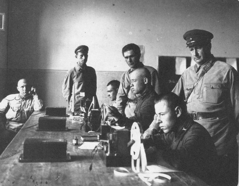 Занятия телеграфистов Красной Армии Медиапроект s-t-o-l.com