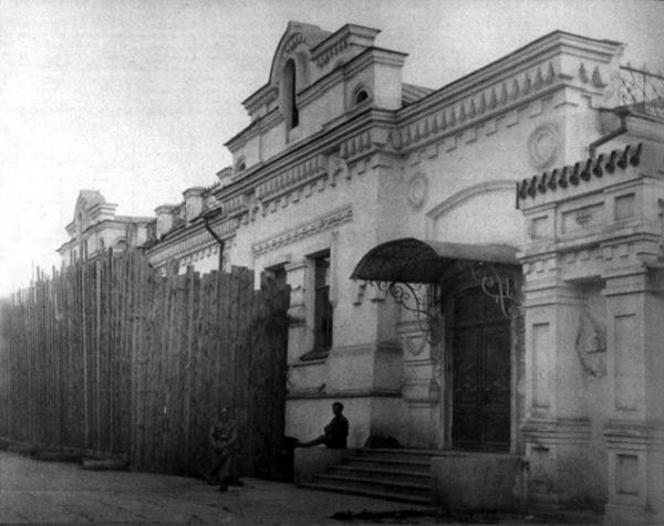 Парадное крыльцо дома Дома Особого назначения, май 1918 года Медиапроект s-t-o-l.com