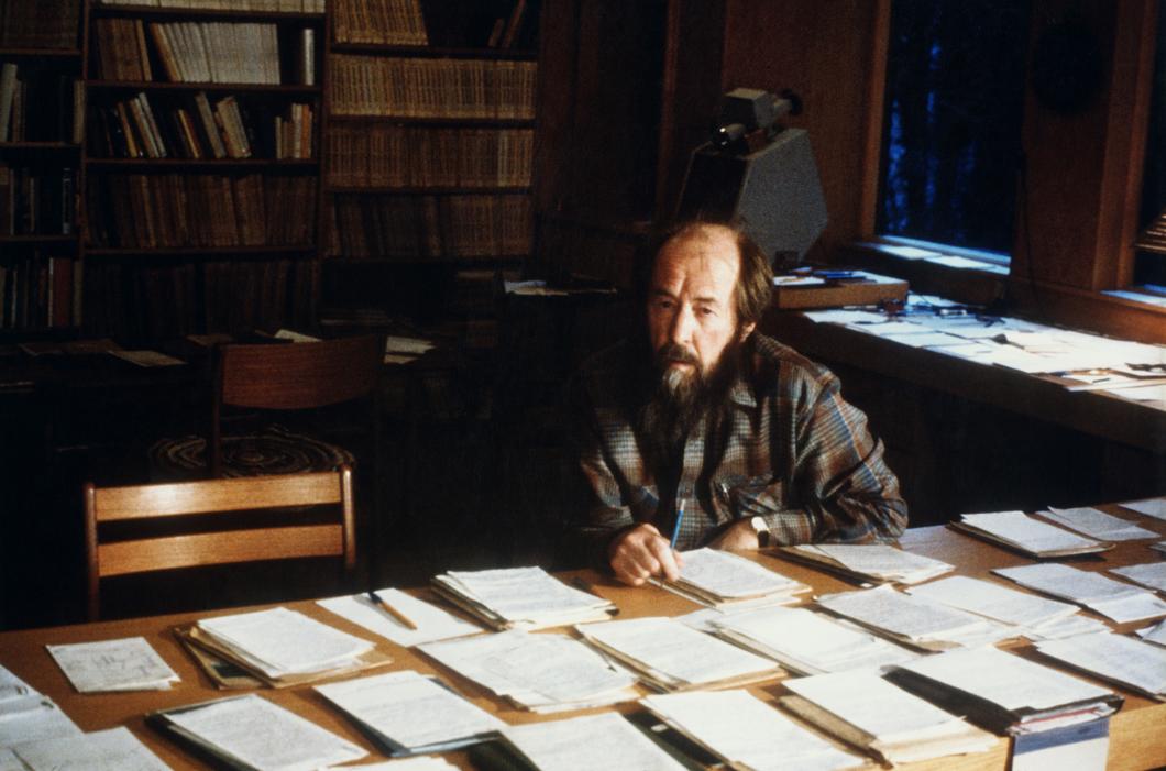 А. И. Солженицын. Работа над «Красным Колесом». Фото из архива семьи Солженицыных Медиапроект s-t-o-l.com