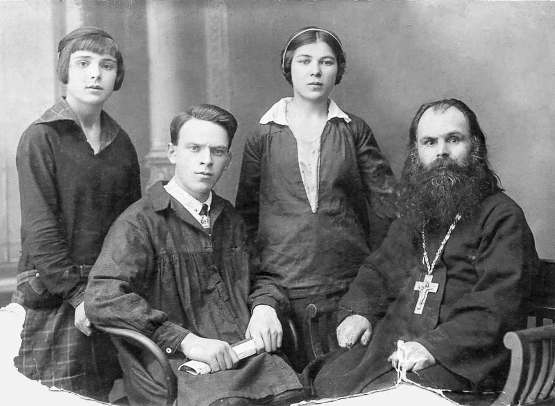Отец Георгий с детьми Ниной, Николаем, Софией. Медиапроект s-t-o-l.com