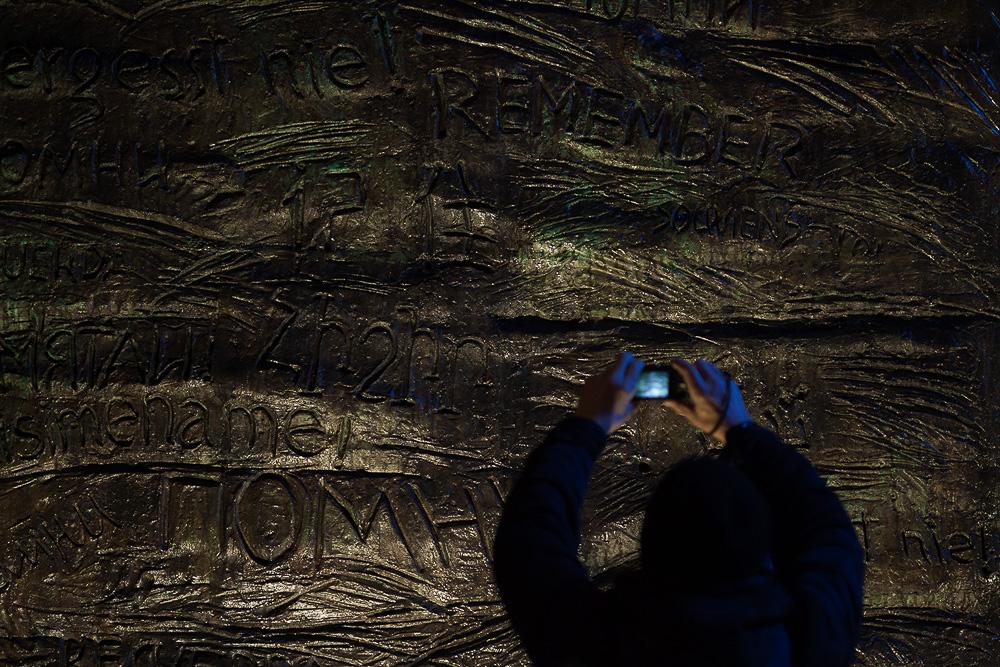 """Мемориал """"Стена скорби"""" В Москве в память жертв политических репрессий.  Медиапроект s-t-o-l.com"""