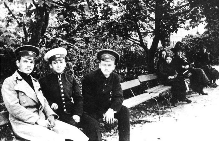 К. Паустовский ( первый слева) с друзьями-гимназистами Медиапроект s-t-o-l.com