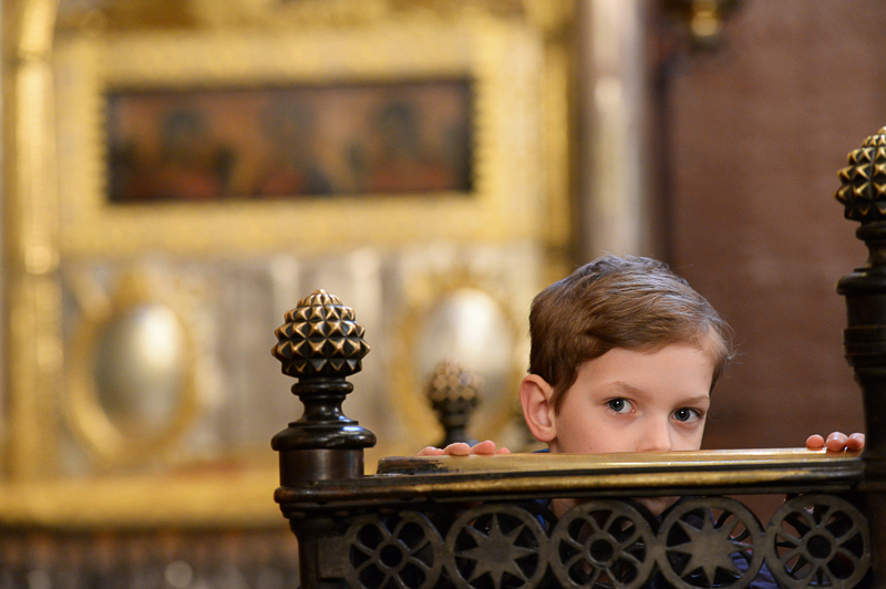 мальчик в храме, собор РПЦ Медиапроект s-t-o-l.com