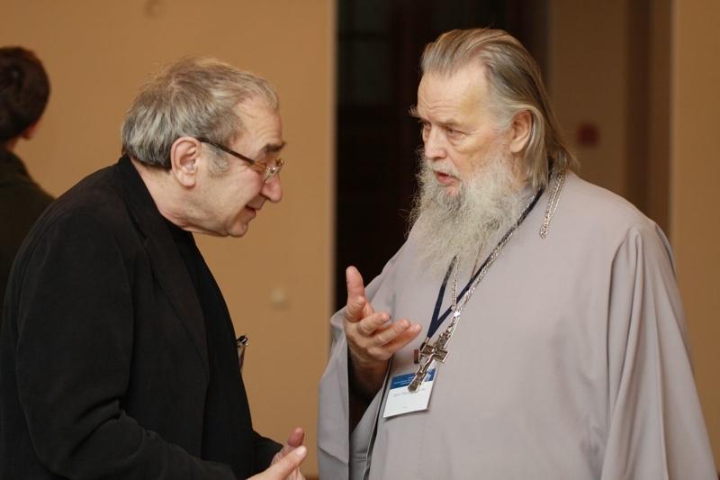 Арсений Рогинский беседует со священником Павлом Адельгеймом Медиапроект s-t-o-l.com