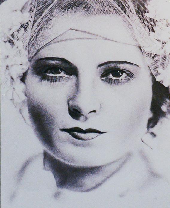 Карола Неер в спектакле Трехгрошовая опера, 19129 год, Берлин Медиапроект s-t-o-l.com