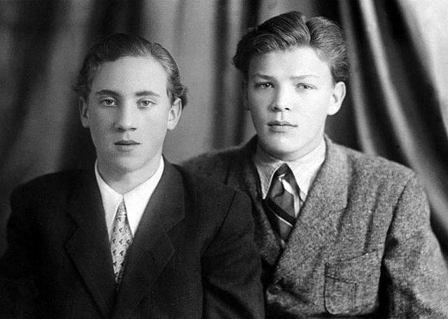Владимир Высоцкий и Владимир Акимов. 1953 год Медиапроект s-t-o-l.com