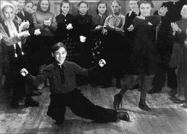 В пионерском лагере «Машиностроитель» под г. Покровом Владимирской области. 1950 год Медиапроект s-t-o-l.com
