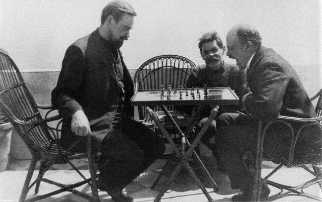 Ленин играет в шахматы с Богдановым Медиапроект s-t-o-l.com