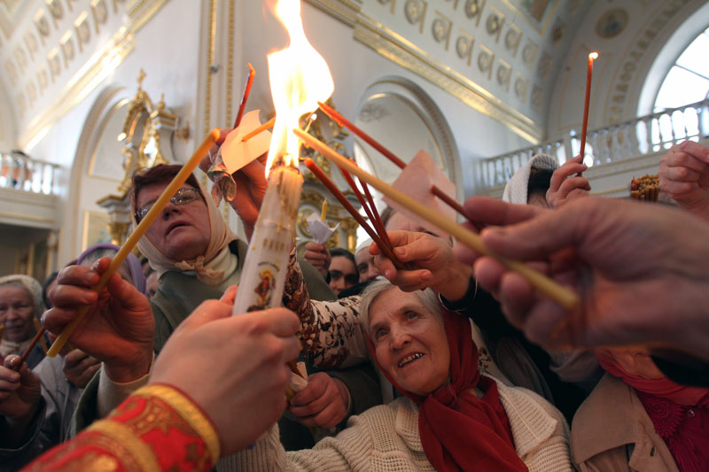 Благодатный огонь в Саранске. Фото: Юлия Честнова, РИА Новости Медиапроект s-t-o-l.com