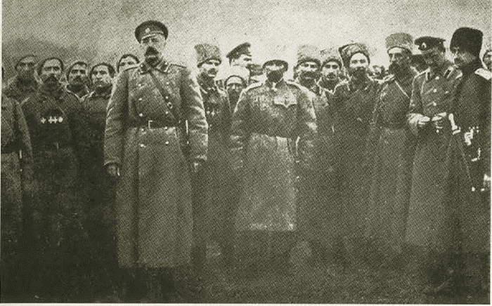 Лавр Корнилов и офицеры  Медиапроект s-t-o-l.com
