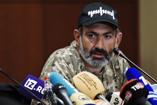 Лидер протестного движения Никол Пашинян Медиапроект s-t-o-l.com