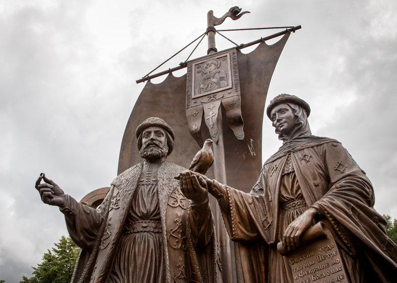 Памятник святым Петру и Февронии в Москве Медиапроект s-t-o-l.com