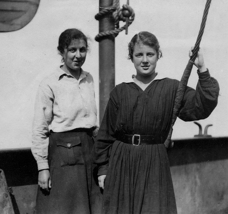 Женя и Оля Копосовы на борту Йомей Мару.  Медиапроект s-t-o-l.com
