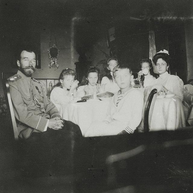 Император Николай II с семьей Медиапроект s-t-o-l.com