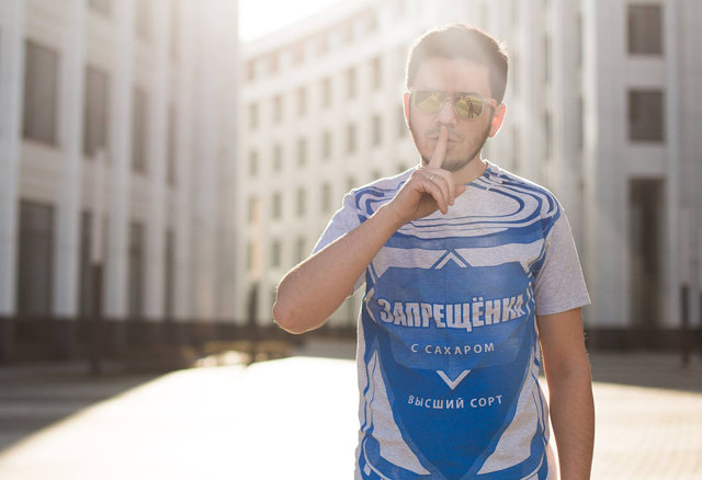 Артём Лоскутов в футболке Запрещёнка Медиапроект s-t-o-l.com