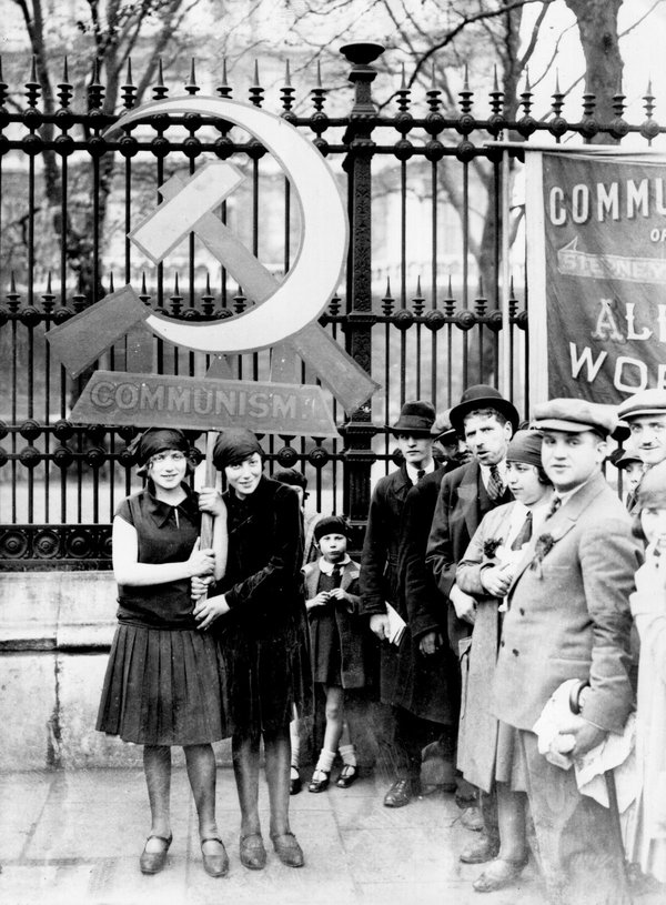 Коммунисты в Лондоне празднуют Первомай. 1 мая 1928 год Медиапроект s-t-o-l.com