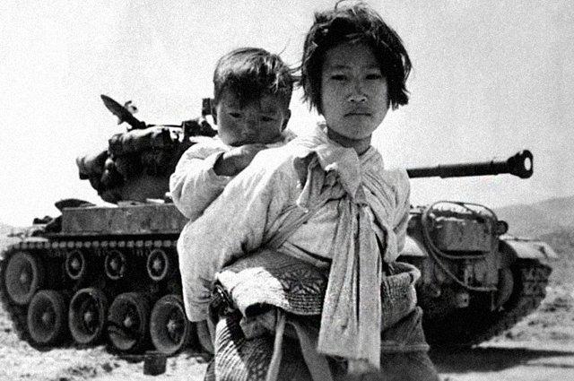 Корейские дети у американского танка, 1951 год Медиапроект s-t-o-l.com