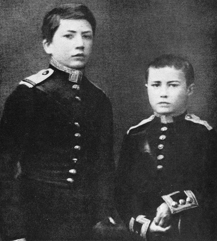Николай Верещагин и Василий Верещагин (справа) в период пребывания в морском корпусе Медиапроект s-t-o-l.com