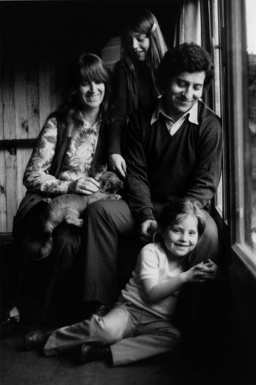 Виктор Хара и семья Медиапроект s-t-o-l.com