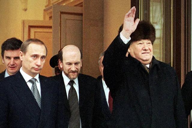 Борис Ельцин и Владимир Путин, 31 декабря 1999 Медиапроект s-t-o-l.com