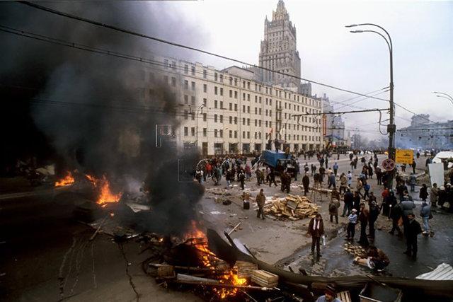 Костры на баррикадах 2 октября 1993 года Медиапроект s-t-o-l.com