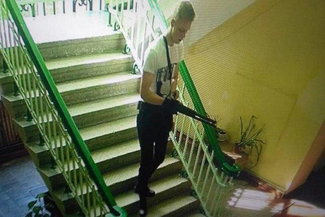 Владислав Росляков на камерах видеонаблюдения колледжа Медиапроект s-t-o-l.com