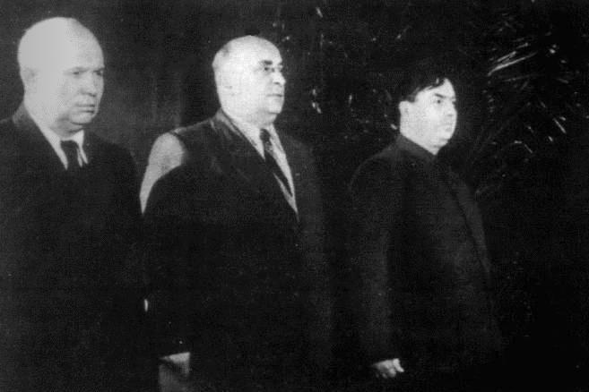 Хрущев, Берия и Маленков на церемонии прощания со Сталиным. Март 1953 Медиапроект s-t-o-l.com