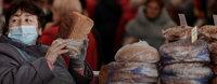 Россияне стали есть больше хлеба и чаще умирать