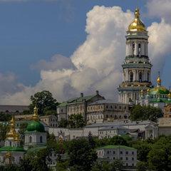 Между Киевом и Москвой